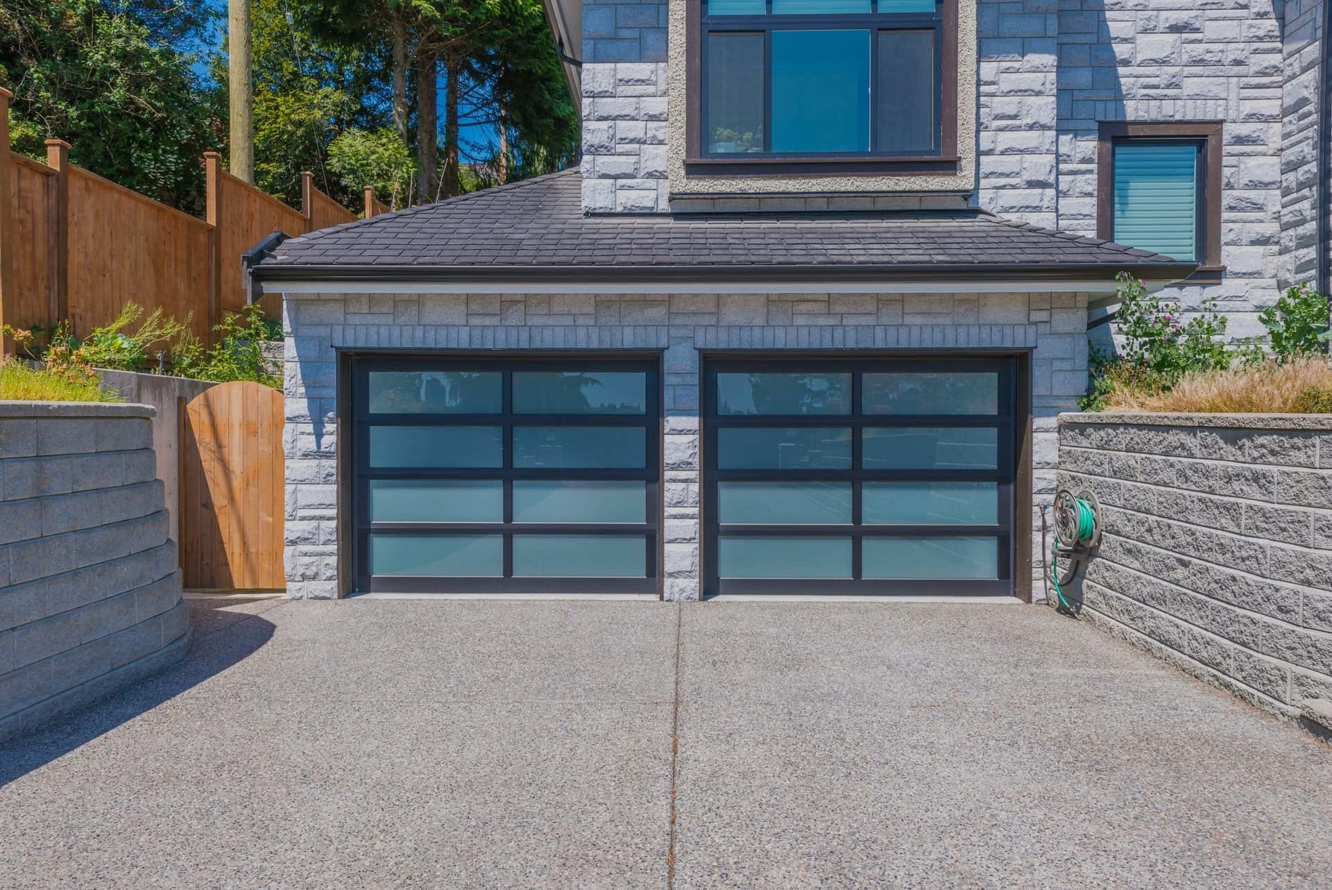 5 Reasons to Cover your Garage Door and Frame with Aluminum